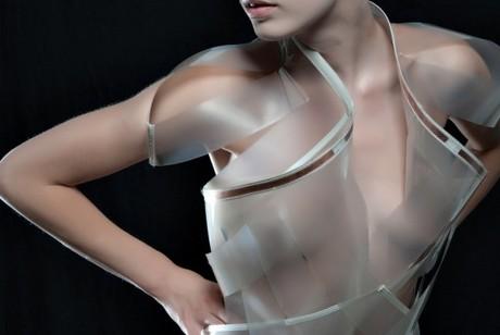 Прозрачный намек: платье, меняющее цвет