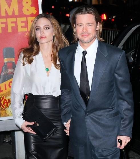 Анджелина Джоли удалила молочные железы из-за боязни рака