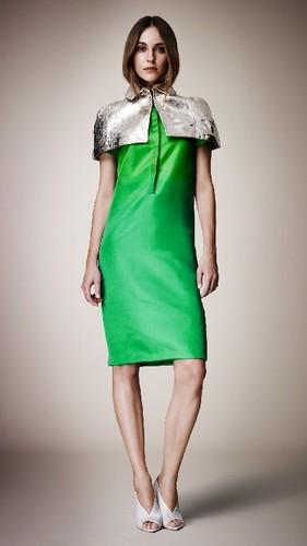Показ Burberry на неделе моды в Лондоне