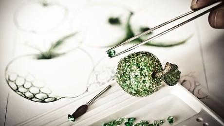 Кольцо с редкими коричневыми бриллиантами, посвященное Apple