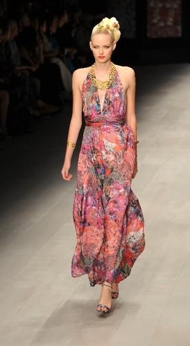 Буйство цветов на открытии Недели моды в Лондоне