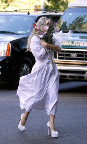 Леди Гага впервые прилично оделась